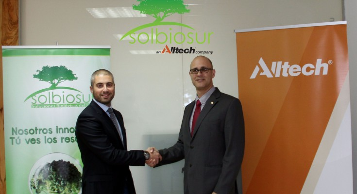 Alltech confirmed its acquisition of Solbiosur, a specialised agricultural and horticultural crop solutions company in Spain. Solbiosur is well-regarded in Spain as being a provider of innovative agricultural and horticultural solutions dedicated to improving yield and efficiency for the producer. Pedro Navarro, commercial director at Solbiosur, is pictured alongside Jomi Bernad Blanch, Iberian regional director for Alltech, at the acquisition signing.